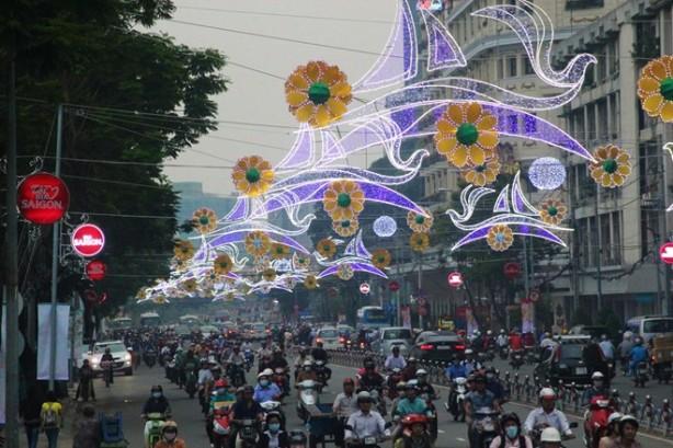 Dân Sài Gòn bịt miệng dưới đèn Tàu